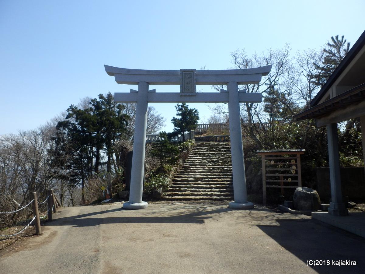 御神廟(弥彦山頂・神剣峰)